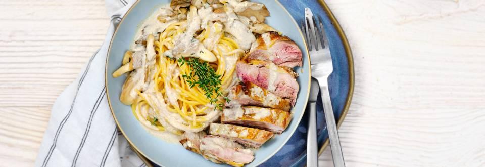 Krokante fazantfilet met pasta en romige champignonsaus_PLAY_main