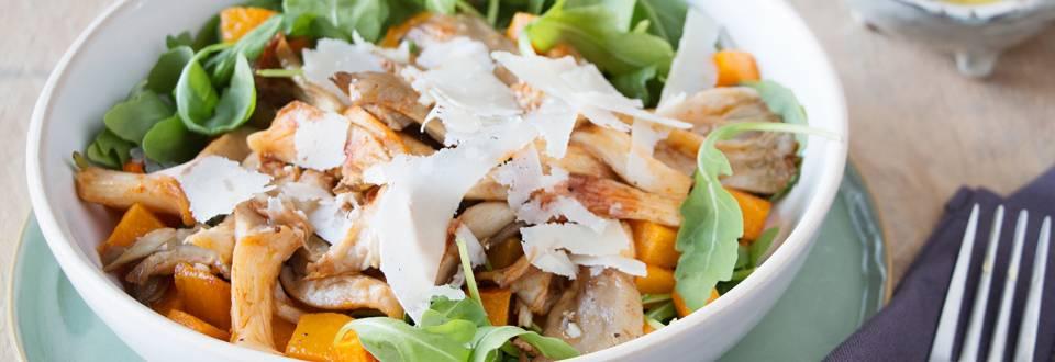 Salade d'automne avec des pleurotes