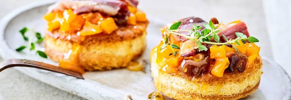 Toast à la confiture de potiron, au canard fumé et aux dattes