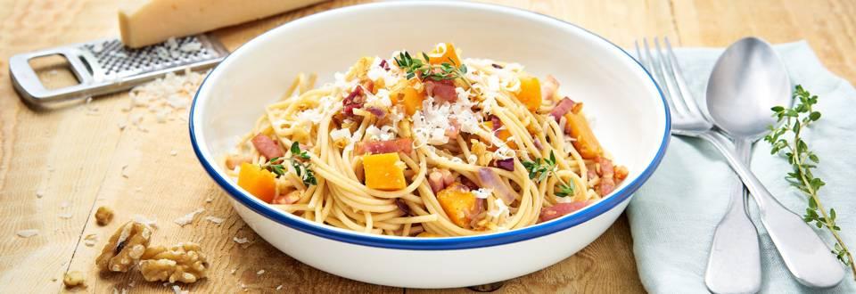 Spaghettis à la courge butternut, noix et lard