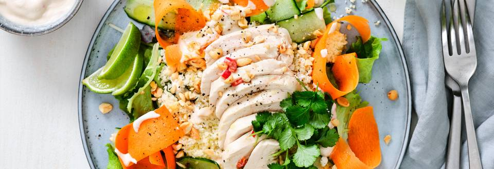 Salade-repas au poulet et sauce coco