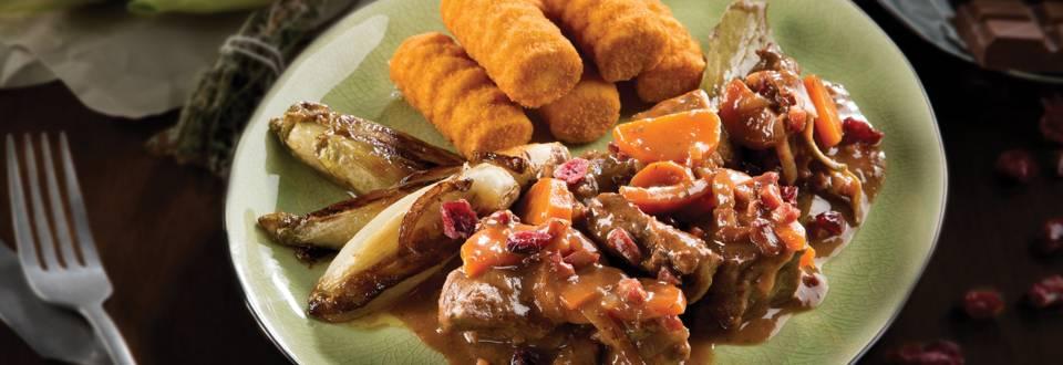 Ragoût de marcassin aux chicons et sauce aux canneberges