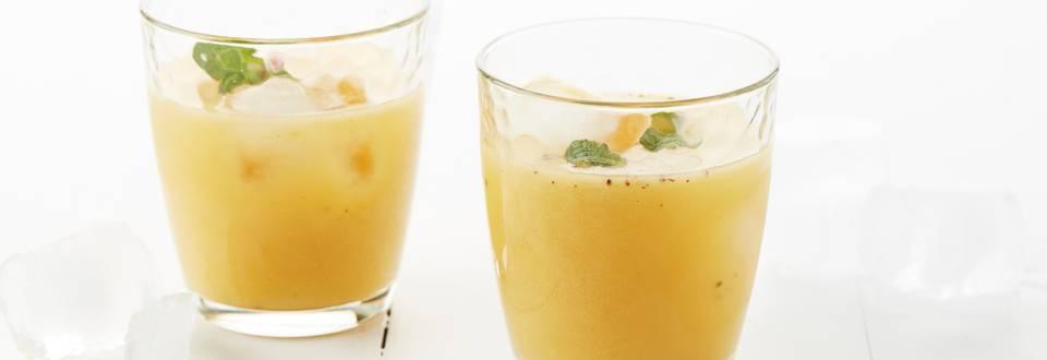 Jus orange-kiwi avec une pointe de menthe et de bitter lemon