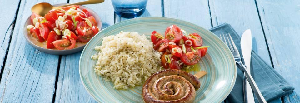 Chipolata au riz sauté et salade de tomates