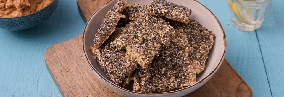 Crackers quinoa-chia et sauce dip