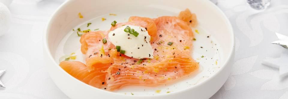 Saumon mariné aux agrumes et à la crème aigre
