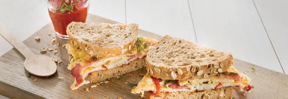Pain d'avoine et omelette « petit-déjeuner »