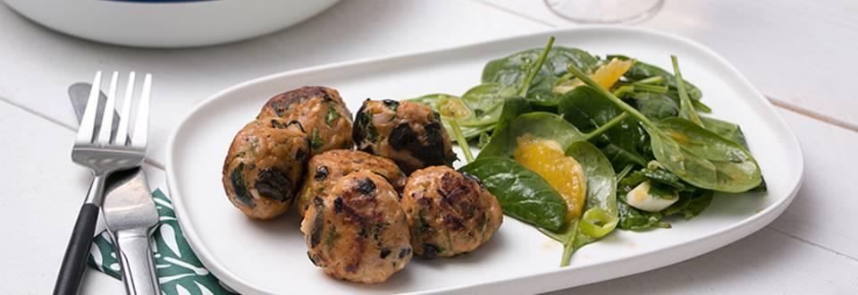 Kefta et salade d'épinards, orange et huile d'olive épicée