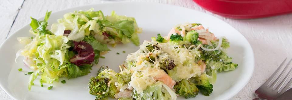 Plat au four avec du saumon et des brocolis