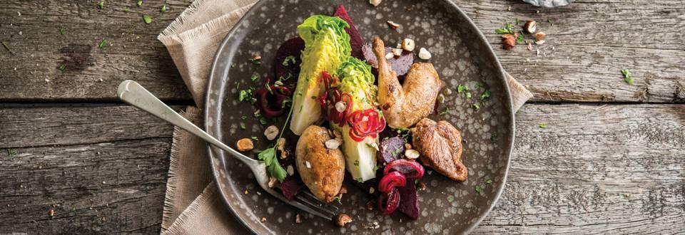 Salade d'automne aux cailles et aux échalotes confites