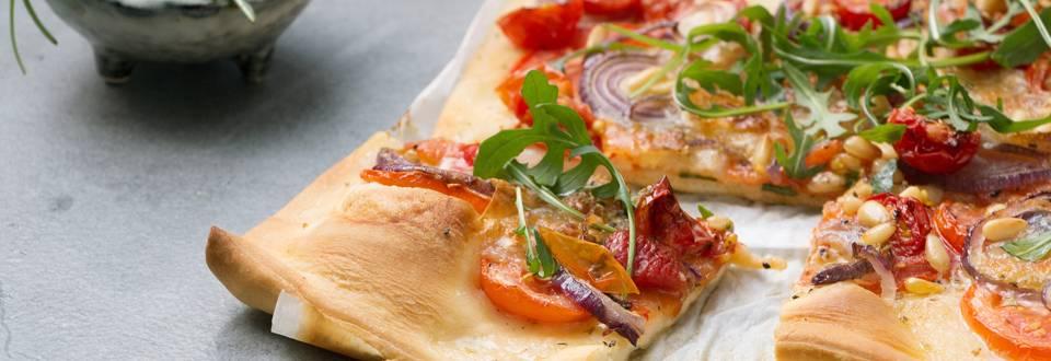 Pizza aux tomates fraîches