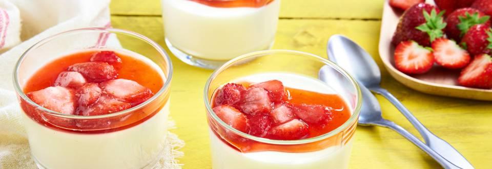Panna cotta au yaourt et aux fraises