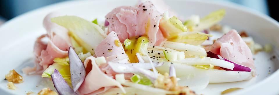 Salade de prosciutto cotto, chicon, pomme et noix