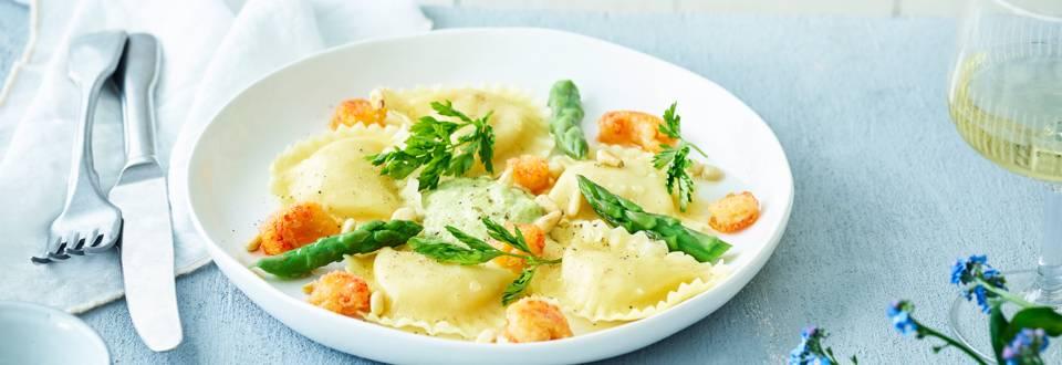 Pâtes farcies aux crevettes et crabe, crème d'asperges vertes et écrevisses croustillantes