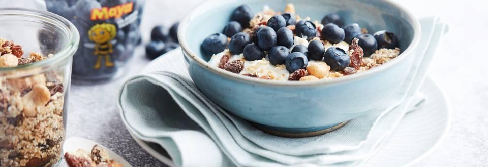 Yaourt aux myrtilles et granola