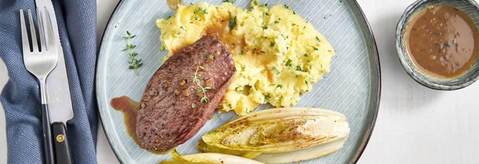 Steak de biche, sauce à la bière foncée