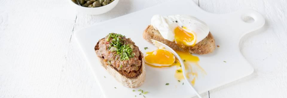 Bruschetta à l'américain et œuf poché