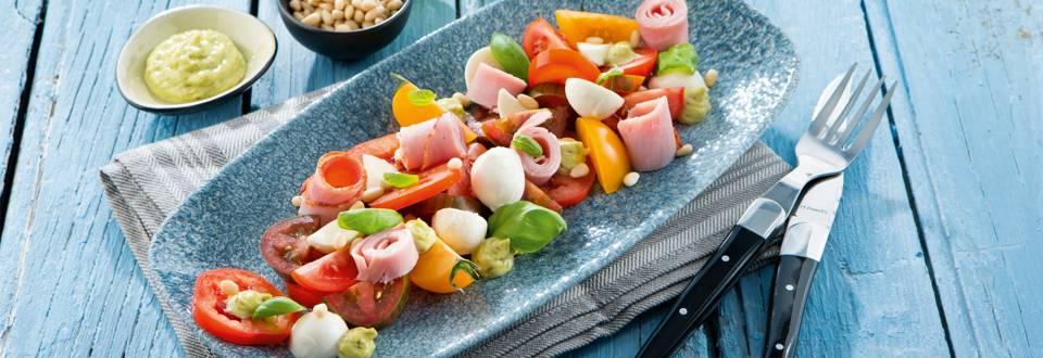 Salade de tomate à la mozzarella et au jambon