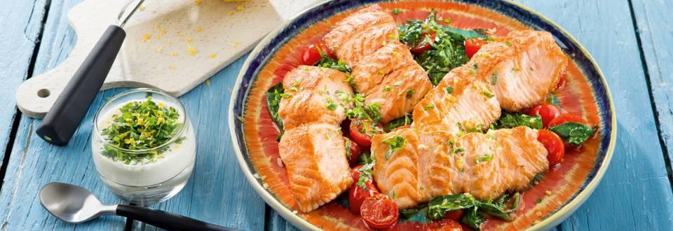 Escalope de saumon, salade d'épinards et vinaigrette au yaourt