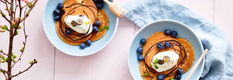 Bowl de crêpes aux myrtilles, mascarpone et chocolat