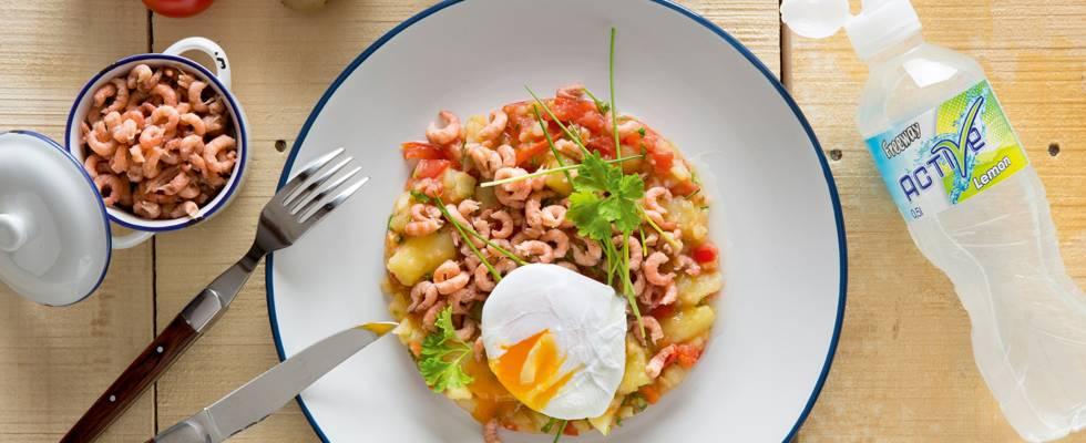 Salade tiède de pommes de terre, de tomates et de crevettes grises