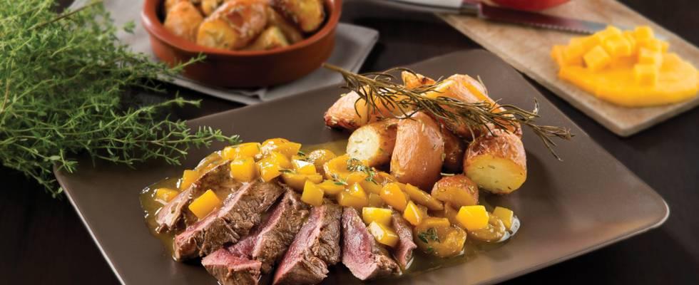 Steak de biche à la compote de mangue et de mirabelle, pommes de terre Nicola