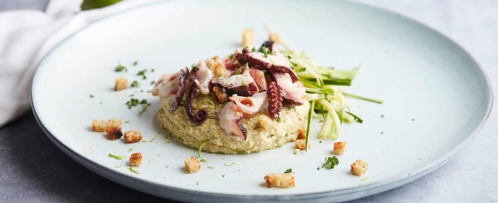 Salade de poulpe, houmous et courgette