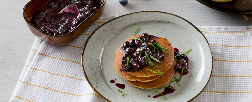 Pancakes à la sauce aux myrtilles