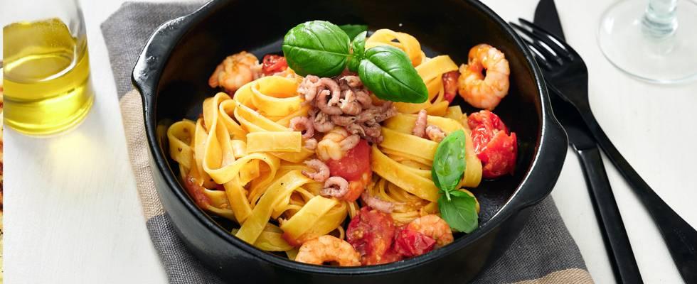 Verse tagliatelle met garnalen en wijn-tomatensaus_main_play