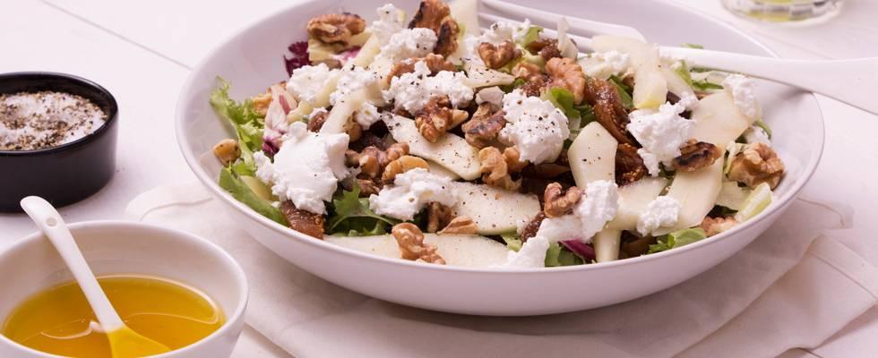 Salade au fromage de chèvre, figue et poire