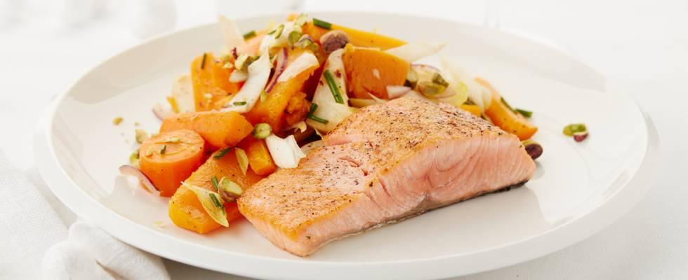 Saumon à la salade de légumes d'hiver
