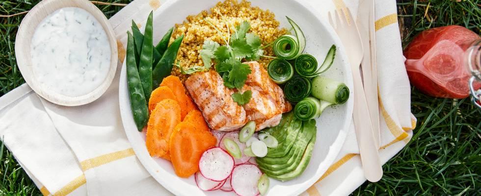 Bowl de quinoa au saumon et sauce coco