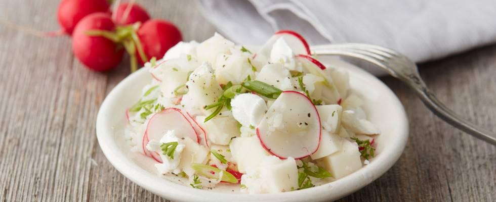 Salade de chou-rave et radis au riz et au fromage de chèvre