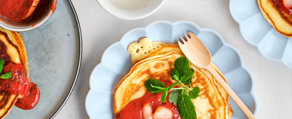 Crêpes légères au yaourt et sauce aux fraises fraîches